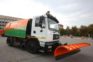 Вакуумна підмітально-прибиральна машина КВСЗ-4001